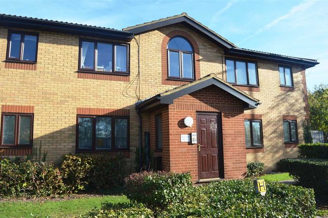 Thumbnail Flat to rent in Oakley Court, Churchill Close, Dartford
