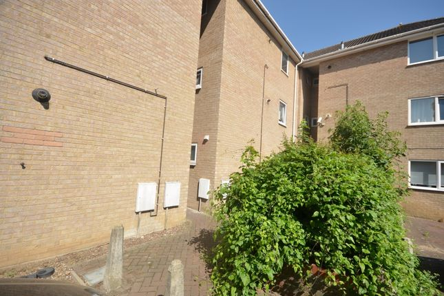 Thumbnail 1 bed flat to rent in Basing Close, Maidstone