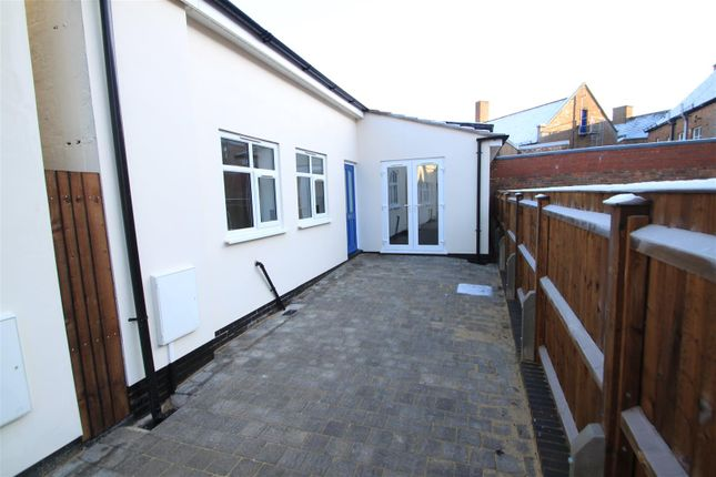 Thumbnail Bungalow to rent in Hollycroft, Hinckley