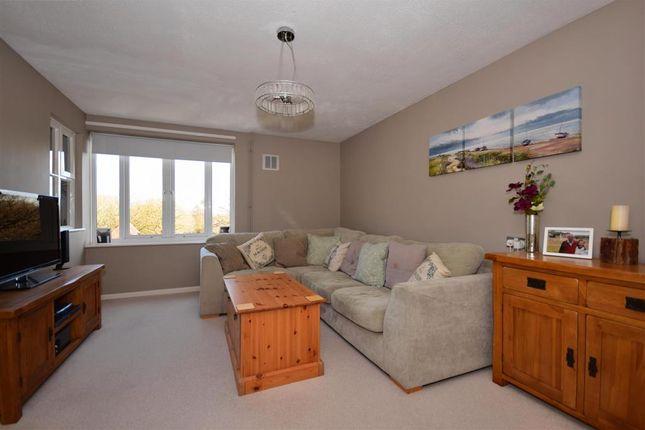 Thumbnail Flat for sale in Kenilworth Place, Noak Bridge, Basildon, Essex