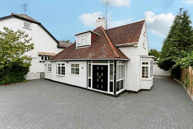 Thumbnail Bungalow to rent in Bushey Grove Road, Bushey