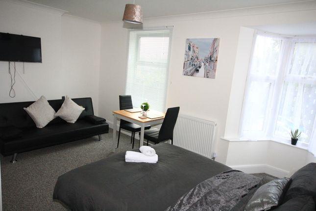 Thumbnail Flat to rent in Ickenham, Uxbridge