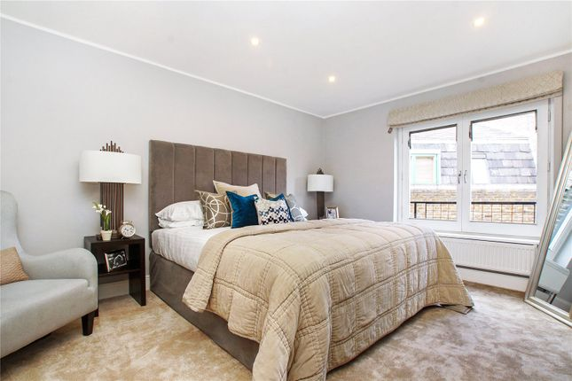 Bedroom of Seven Dials Court, 3 Shorts Gardens, London WC2H