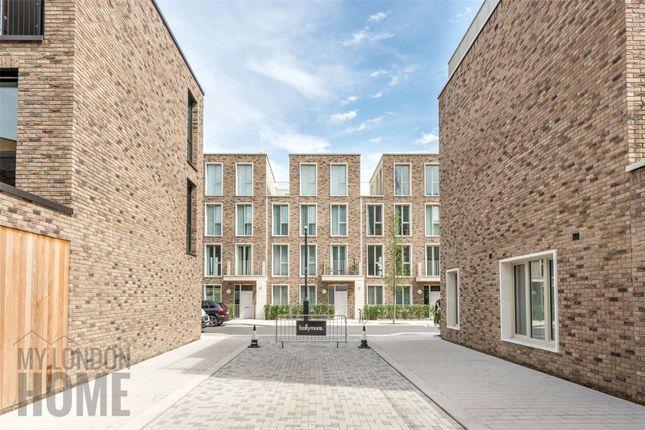 Thumbnail Flat for sale in Latitude Building, Royal Wharf, Canary Wharf, London