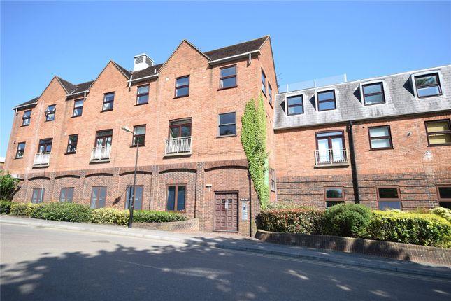 Thumbnail Maisonette to rent in Elms Road, Wokingham, Berkshire