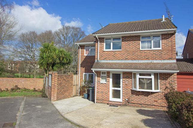 Thumbnail Link-detached house for sale in Tanglewood Close, Purbrook, Waterlooville