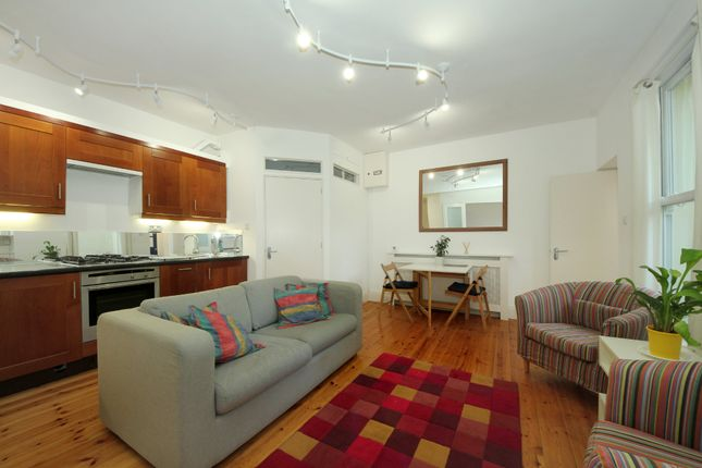 Thumbnail Flat to rent in Avenue Crescent, London