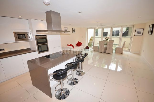 4 bed semi-detached house for sale in Wentworth Road, London