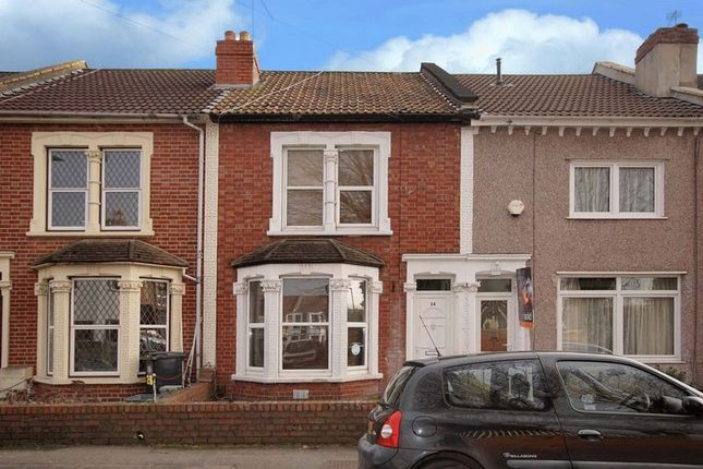 Thumbnail Terraced house to rent in Victoria Avenue, Bristol