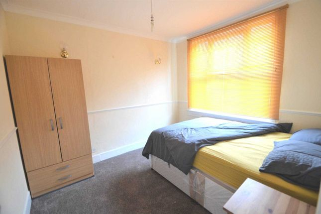Thumbnail Room to rent in Sandhurst Place, Bedford