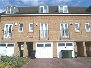 3 bedroom property to rent in Beaumont Way, Hampton Hargate, Peterborough