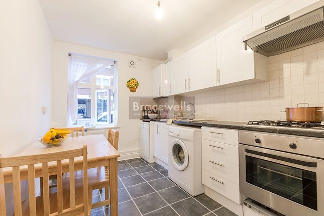 Flat to rent in Newland Road, Hornsey