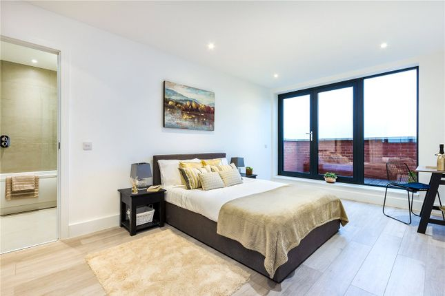 Room to rent in Kirkfield House (Room 1), 118-120 Station Road, Harrow