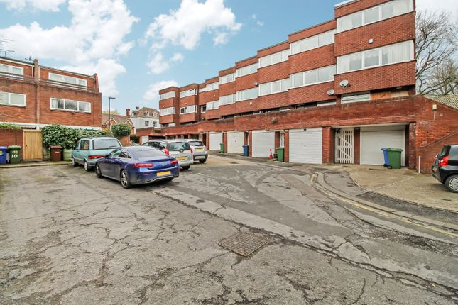 Thumbnail Town house to rent in Grey Fell Close, Stanmore, London