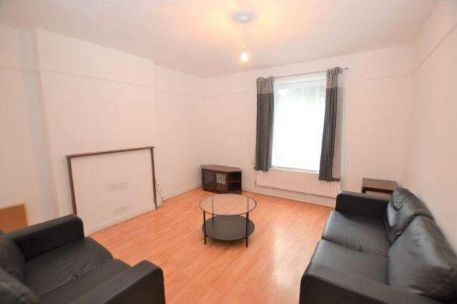 Thumbnail Flat to rent in Stockwell Gardens, London