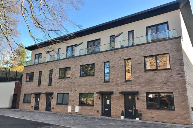 Thumbnail Terraced house for sale in The Crescent, Alexandra Park