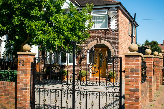 Woodhouse Lane, Sale M33