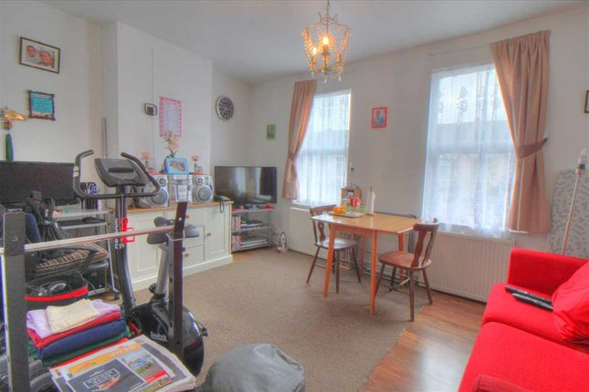 Thumbnail Flat for sale in Chiswick Road, London