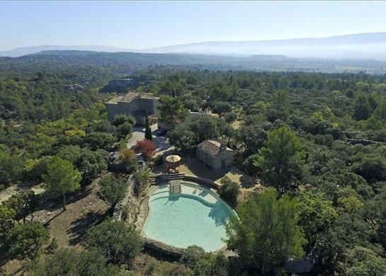 6 bed farmhouse for sale in Gordes, France