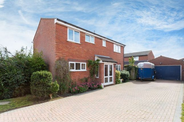Thumbnail Detached house for sale in Carlton Close, Grove, Wantage