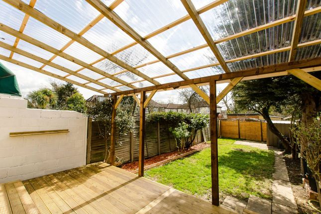 Thumbnail Property to rent in Ecclesbourne Gardens, Palmers Green