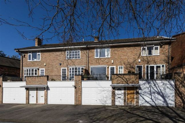 Thumbnail Town house for sale in Fiennes Crescent, Nottingham
