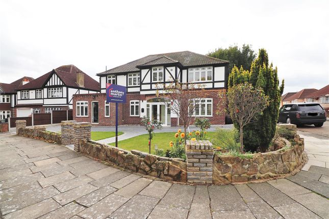 Thumbnail Detached house for sale in The Green, Bexleyheath