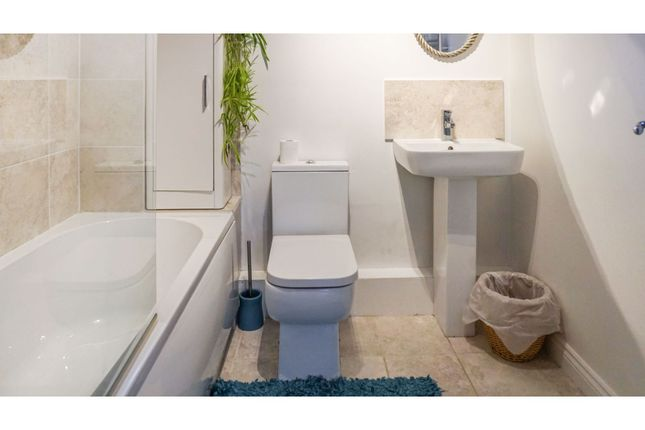 Bathroom of Lowden Close, Winchester SO22