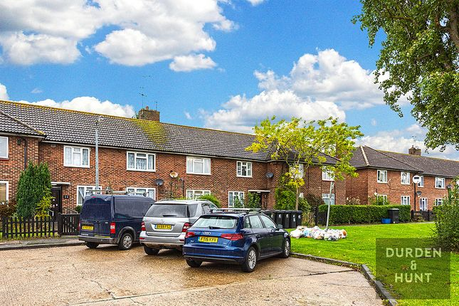 2 bed flat for sale in Willingale Road, Loughton IG10