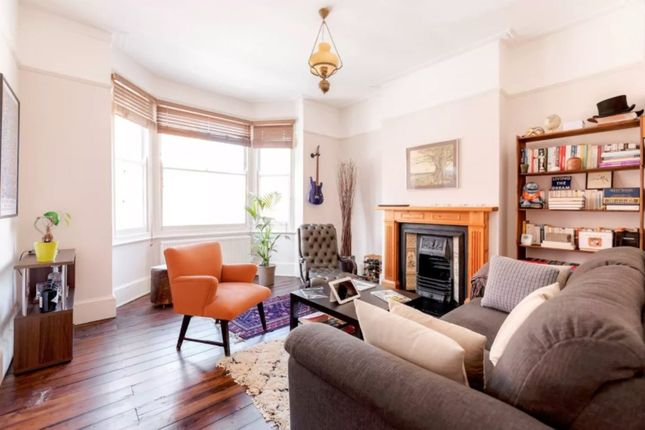 2 bed flat to rent in Ostade Road, London