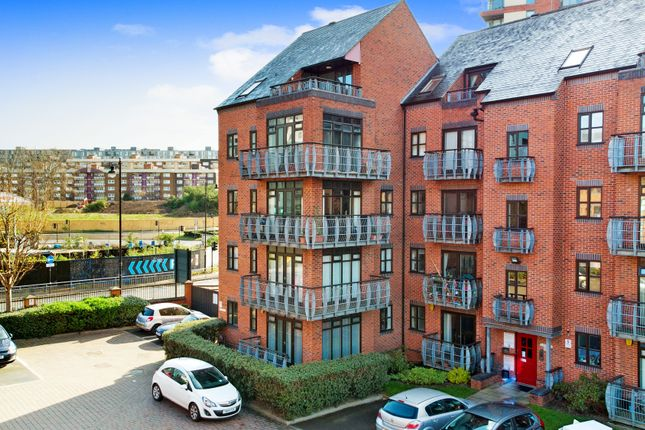 Thumbnail Flat for sale in Turlow Court, Leeds