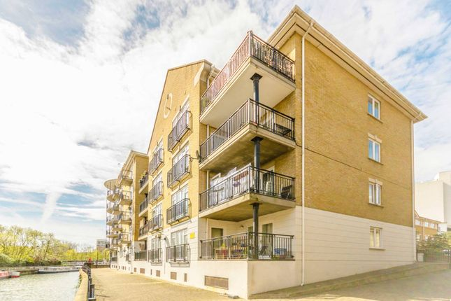 Thumbnail Flat to rent in Island Row, Limehouse
