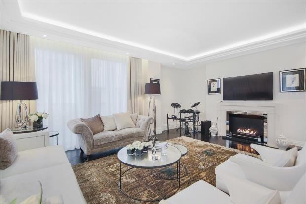 Thumbnail Flat to rent in Strand, London