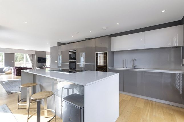 Thumbnail Flat to rent in Beckett House, Westking Place, London