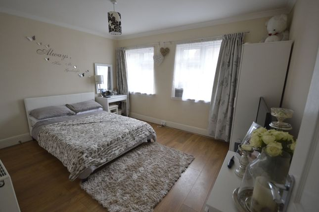 Thumbnail Flat to rent in Station Road, Rainham, Gillingham