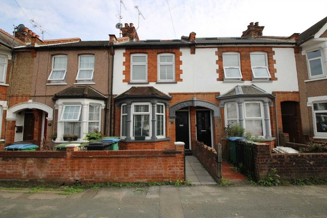 5 bed terraced house to rent in Belgrave Avenue, Watford WD18