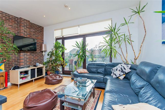 Thumbnail Flat to rent in Kimberly Road, London
