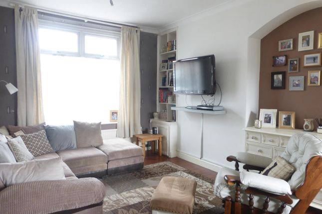 2 bed property to rent in Bell Street, Barry CF62