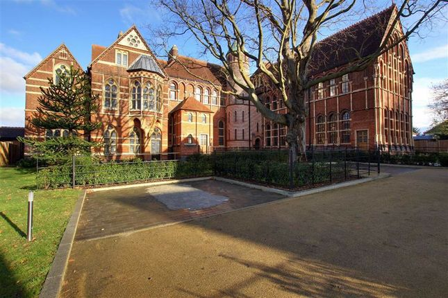 Thumbnail Property to rent in The Priory, Edgware, Middlesex