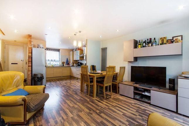 Thumbnail Flat to rent in Benham Close, Clapham Junction