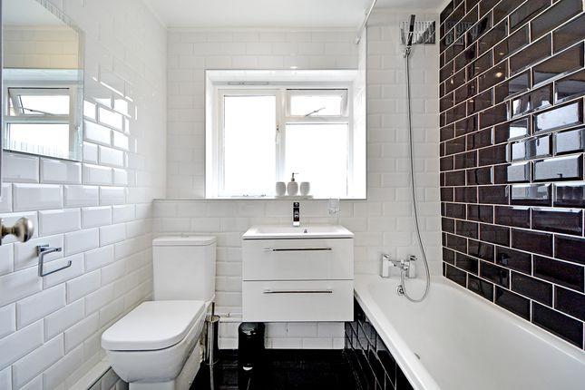 Bathroom of Banbury Road, Hackney E9