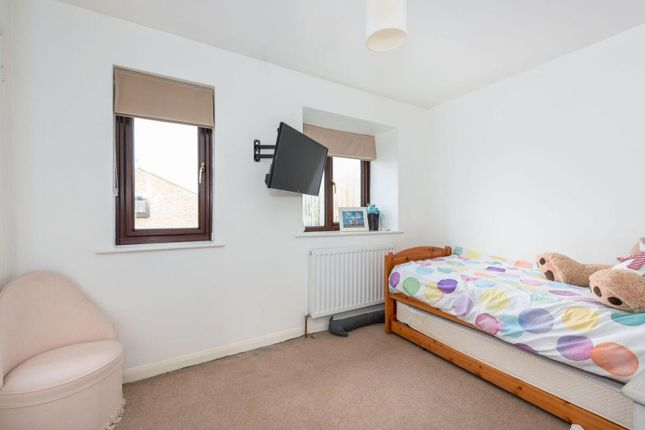 Bedroom of Tanners Close, Walton-On-Thames KT12