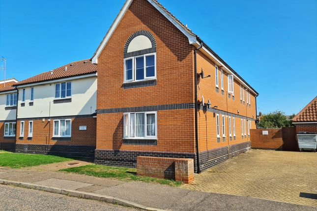 Thumbnail Property to rent in Elizabeth Road, Dovercourt, Essex