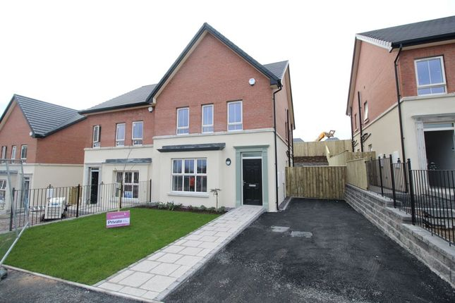3 bedroom semi-detached house to rent in Lynn Hall Lane, Bangor