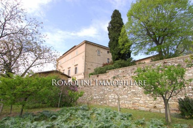 12 bed country house for sale in Spello, Umbria, Italy