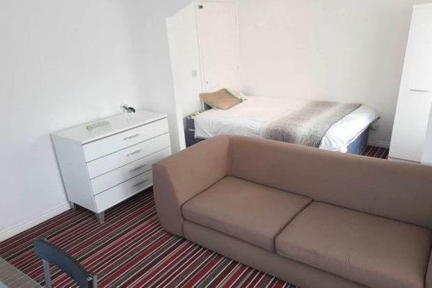 Room to rent in Wavers Marston, Marston Green, Birmingham