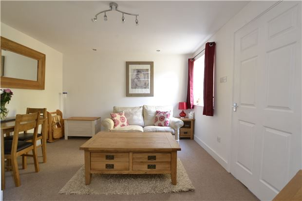 2 bed end terrace house for sale in Stow Avenue, Witney