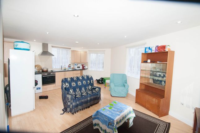 Thumbnail Flat to rent in Station Road, Hayes