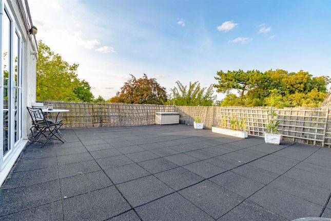 Thumbnail Flat for sale in Dunraven Drive, Enfield