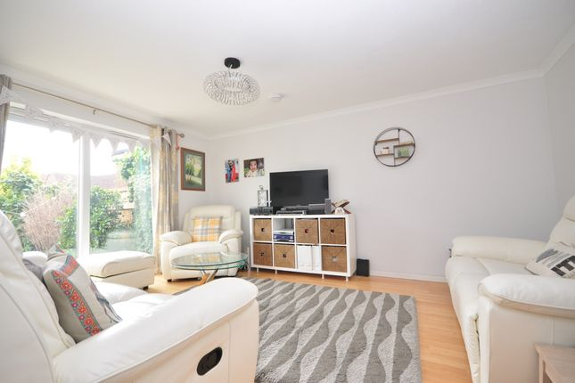3 bed terraced house to rent in Russell Close, Basildon SS15